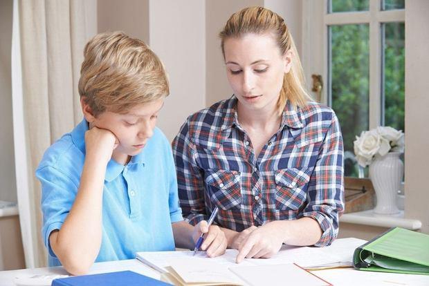 service de tutorat et d\'aide aux devoirs donné par un tuteur en mathématiques